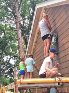 Junior League members building a house