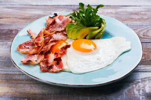 keto breakfast of eggs and bacon